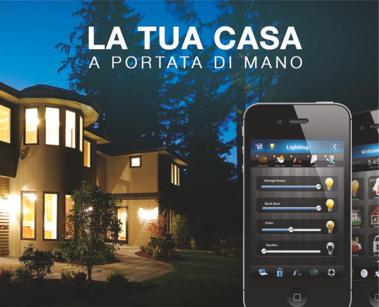 Immagine Domotica - uno smartphone davanti ad una casa