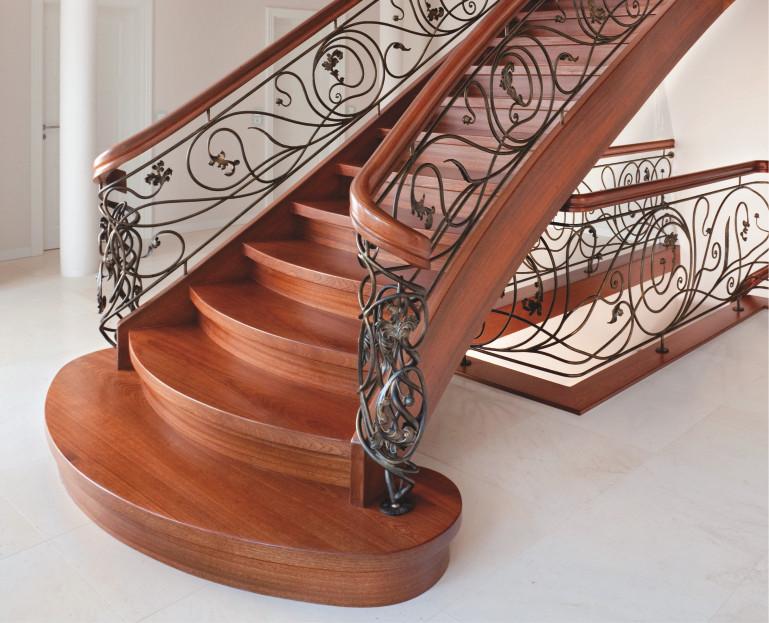 Immagine Scale in legno marrone