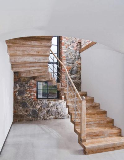 Immagine galleria 10 - Scale in legno in stile rurale