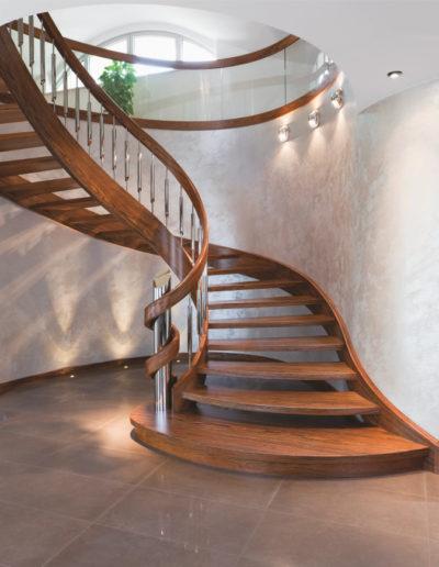 Immagine galleria 17 - Scale in legno piegato in stile classico