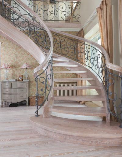 Immagine galleria 19 - scale in legno di color crema