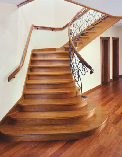Immagine galleria 3 - Centrali scale in legno marrone