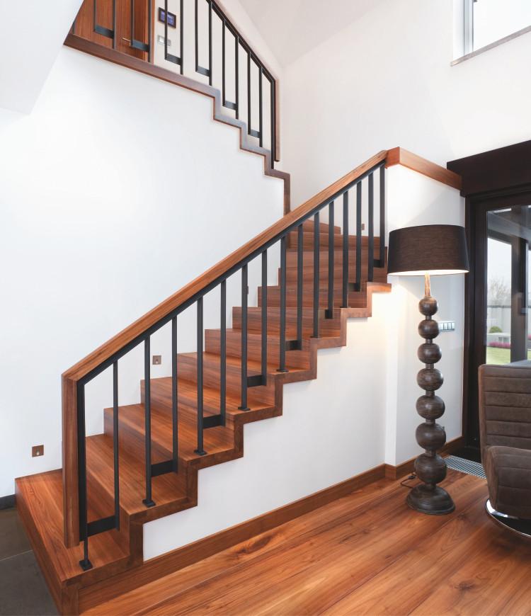 Immagine galleria 8 - Scale in legno con decorazioni in metallo scuro
