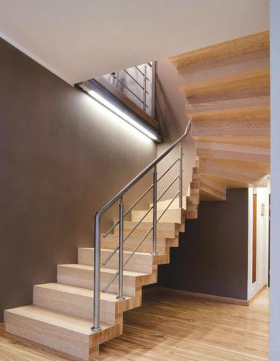 Immagine galleria 9 - Scale in legno di color crema